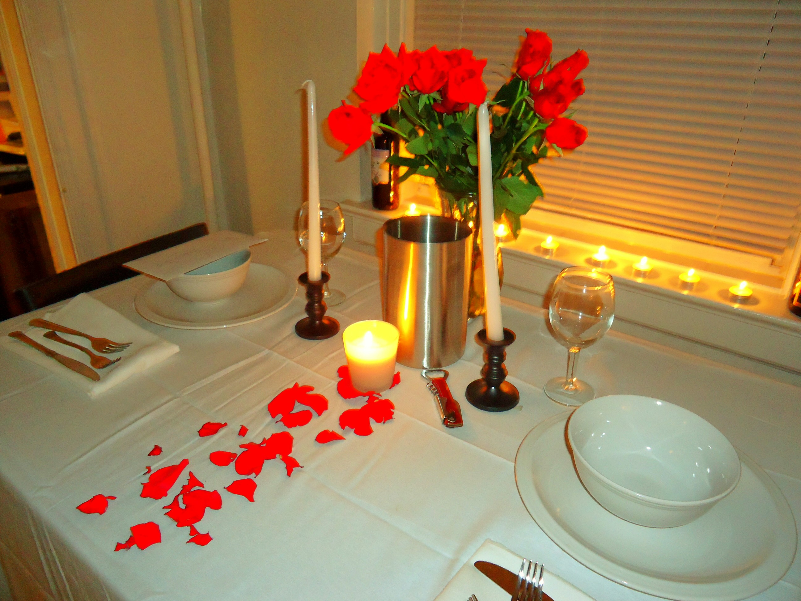 Red Roses ... & Dinner Tables